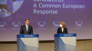 European Commissioner for Health and Food Safety Stella Kyriakides (R) and Vice-President Valdis Dombrovskis at a news conference on the EU's new export authorisation mechanism of Covid-19 vaccines, 24 March 2021.