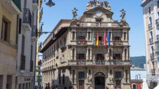 L'hôtel de ville de Pampelune, en Espagne.