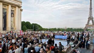 法國人權廣場紀念六四二十周年