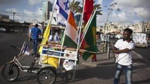 Mmoja wa wahamiaji kutoka Afrika katika mji wa Tel Aviv, Aprili 19, 2012. Mamlaka ya Israeli inakadiria kuwa karibu wahamiaji 350,000 kutoka Afrika wanaishi nchini humo.