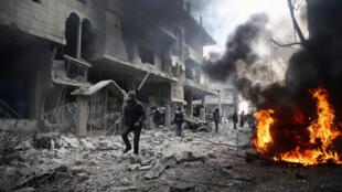 Après un bombardement dans le village de Hamouria, dans la Ghouta orientale, dans la province de Damas, le 6 janvier 2018.