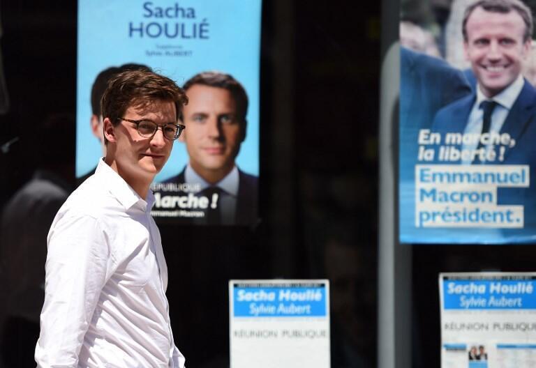 Sacha Houlié, l'un des fondateurs du mouvement des Jeunes avec Macron, pendant sa campagne pour les législatives, le 16 juin 2017.