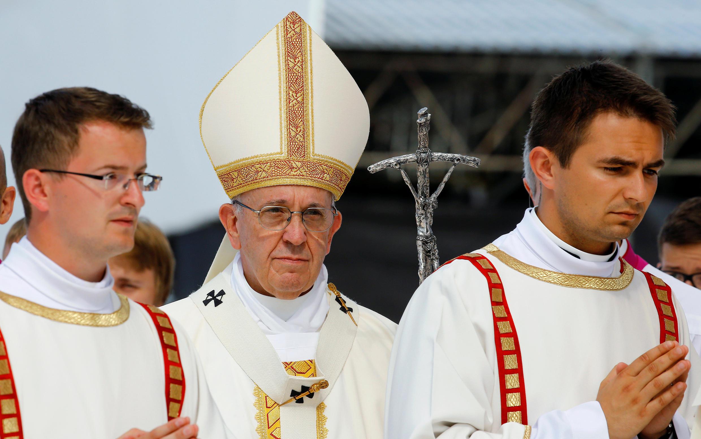 Papa Francis akiongoza moja ya ibada alizozifanya hivi karibuni, amemtangaza Mama Teresa kuwa mtakatifu
