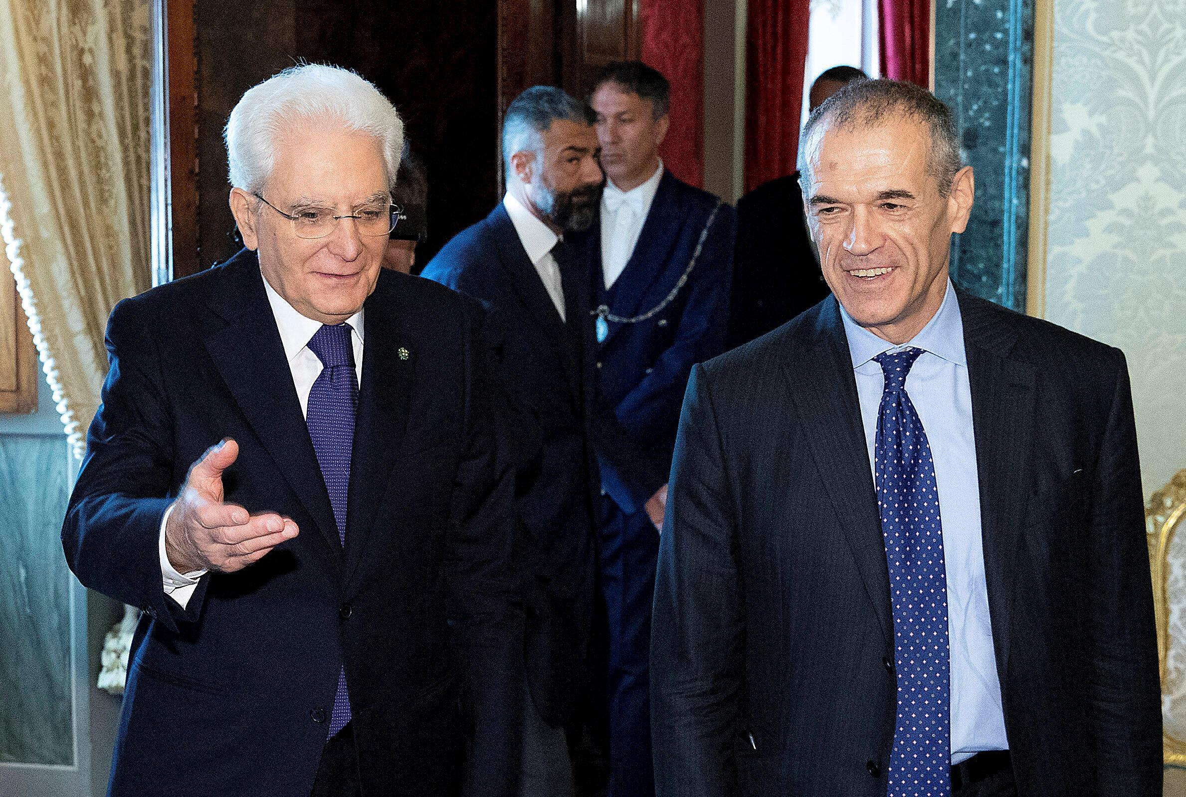 Le président italien Sergio Mattarella et le nouveau premier ministre nommé, Carlo Cottarelli.