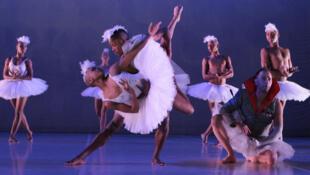L'un des évènements estampillés « Saison de l'Afrique du Sud » : « Swan Lake » de Dada Masilo, programmé au Théâtre du Rond Point, à Paris, du 10 septembre au 6 octobre prochain.