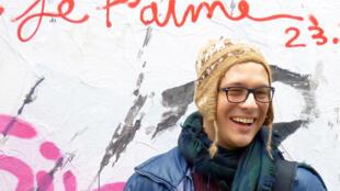 Luis, um estudante chileno que está em Paris para passar dois anos.