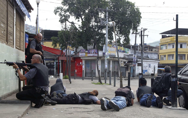 Policiais em ação na Vila Cruzeiro, no Rio