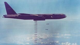 យន្តហោះទម្លាក់គ្រាប់បែកធុន B-52 ដែលអាមេរិកប្រើក្នុងសង្រ្គាមវៀតណាម