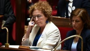 La ministra francesa de Empleo, Muriel Penicaud, durante la sesión del 9 de julio de 2019 en la Asamblea Nacional, en París