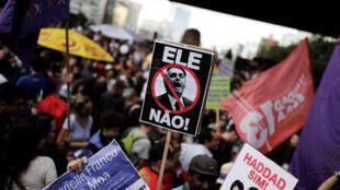 Biểu tình tại Brazil ngày 20/10/2018 chống ứng cử viên tổng thống cực hữu Bolsonaro.