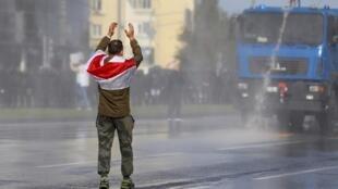 Un manifestante en Minsk, el pasado 4 de octobre.