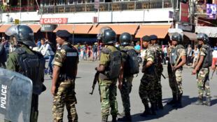 A sept mois du premier tour annoncé des élections présidentielle et législatives, l'opposition accuse le régime de vouloir la museler. Samedi, une marche, interdite par les autorités, a dégénéré en violents affrontements avec l'armée et la police.