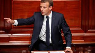 امانوئل ماکرون، رئیس جمهوری فرانسه، در برابر کنگره که با شرکت اعضای مجلس ملی و سنای این کشور در کاخ ورسای تشکیل شد - دوشنبه ٩ ژوئیه ٢٠١٨/١٨ تیر ١٣٩٧