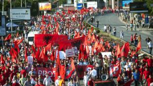 La capitale macédonienne a vu défiler les milliers de manifestants demandant la démission du gouvernement de Nikola Gruevski et plus de droits pour la communauté albanaise.