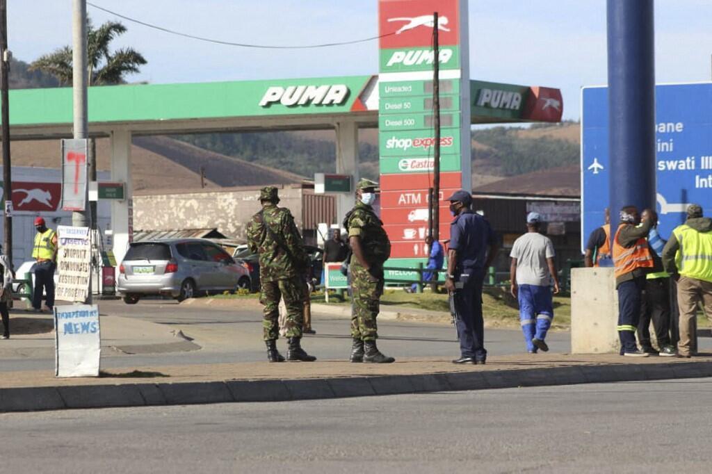 eswatini police militaire soldats manifestation swaziland