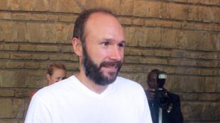 Le prêtre français Georges Vandenbeusch à la résidence de l'ambassadrice française à Yaoundé, ce mardi 31 décembre 2013.