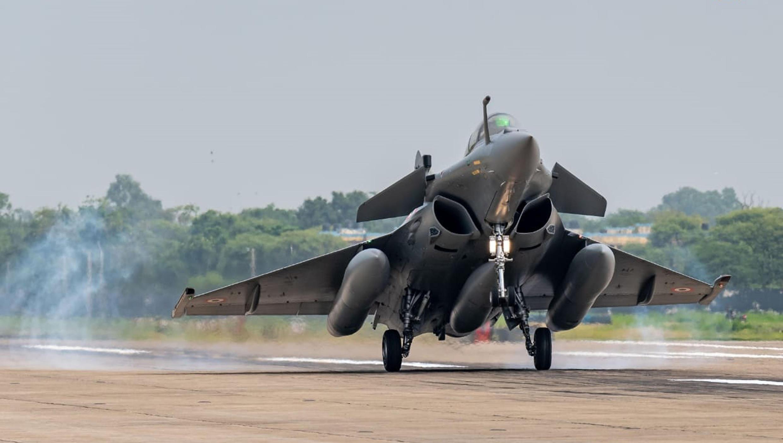 Chiến đấu cơ Rafale của không quân Ấn Độ hạ cánh xuống căn cứ Ambala, Ấn Độ, ngày 29/07/2020. Ảnh do Không quân Ấn Độ cung cấp.
