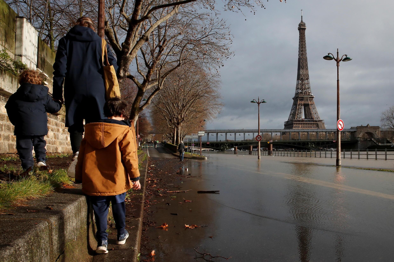 2021-02-02T102221Z_40485351_RC2AKL9YDWAF_RTRMADP_3_FRANCE-WEATHER-PARIS-FLOODS