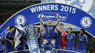 Chelsea dá a quinta Taça  a José Mourinho