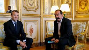 Le président Emmanuel Macron et Philippe Martinez, numéro un de la CGT, à l'Elysée, le 12 octobre 2017.