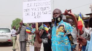 IMAGE Les victimes du régime de Hissène Habré ont manifesté le 25 mars 2021 devant le siège de leur association à Ndjamena pour réclamer l'application des peines de justice prononcées en 2015.