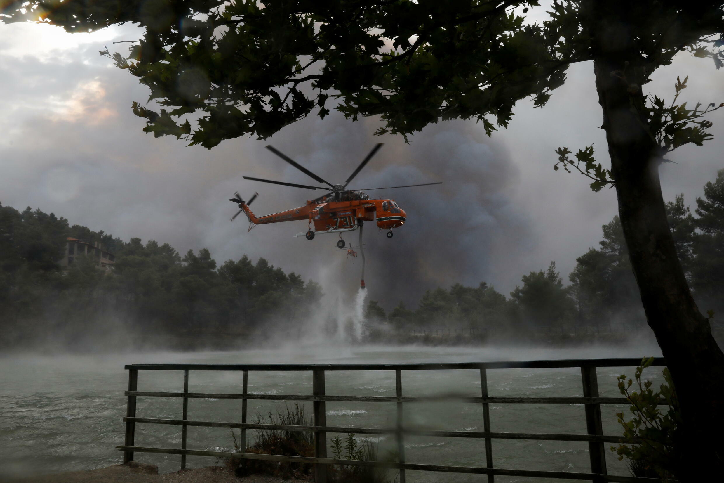 2021-08-06T084657Z_994349520_RC2HZO9G9BWH_RTRMADP_3_EUROPE-WEATHER-GREECE-WILDFIRES