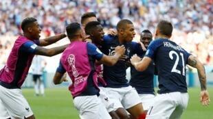 世界杯1/8比赛:法国队4:3战胜强队阿根廷   2018年6月30日