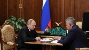 Встреча президента РФ Путина с министром обороны Шойгу. Кремль, 4 июля 2019