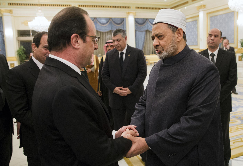 Le cheikh Ahmed al-Tayeb, grand imam de la mosquée d'al-Azhar, lors de sa rencontre avec le président François Hollande à Riyad le 24 janvier 2015.