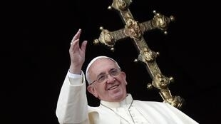 """Pope Francis gives the """"urbi et orbi"""" blessing on Christmas Day"""