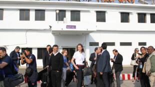 Membros do Conselho de Segurança da ONU à chegada ao aeroporto de Cox's Bazar, Bangladesh.