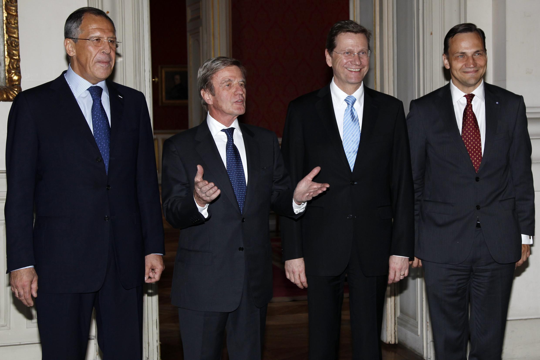 На встрече в Париже: С. Лавров, Б. Кушнер, Г. Вестервелле и Р. Сикорски