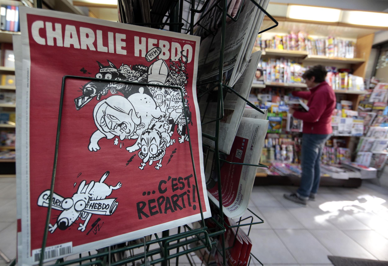 """Номер """"Шарли эбдо"""" от 25/02/2015 в киоске в Ницце"""