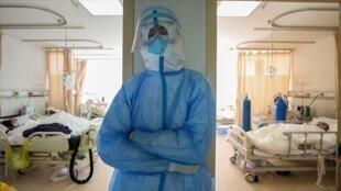 ستاندار تهران گفت که تخت های بیمارستانی در تهران و سراسر کشور در حال تکمیل است