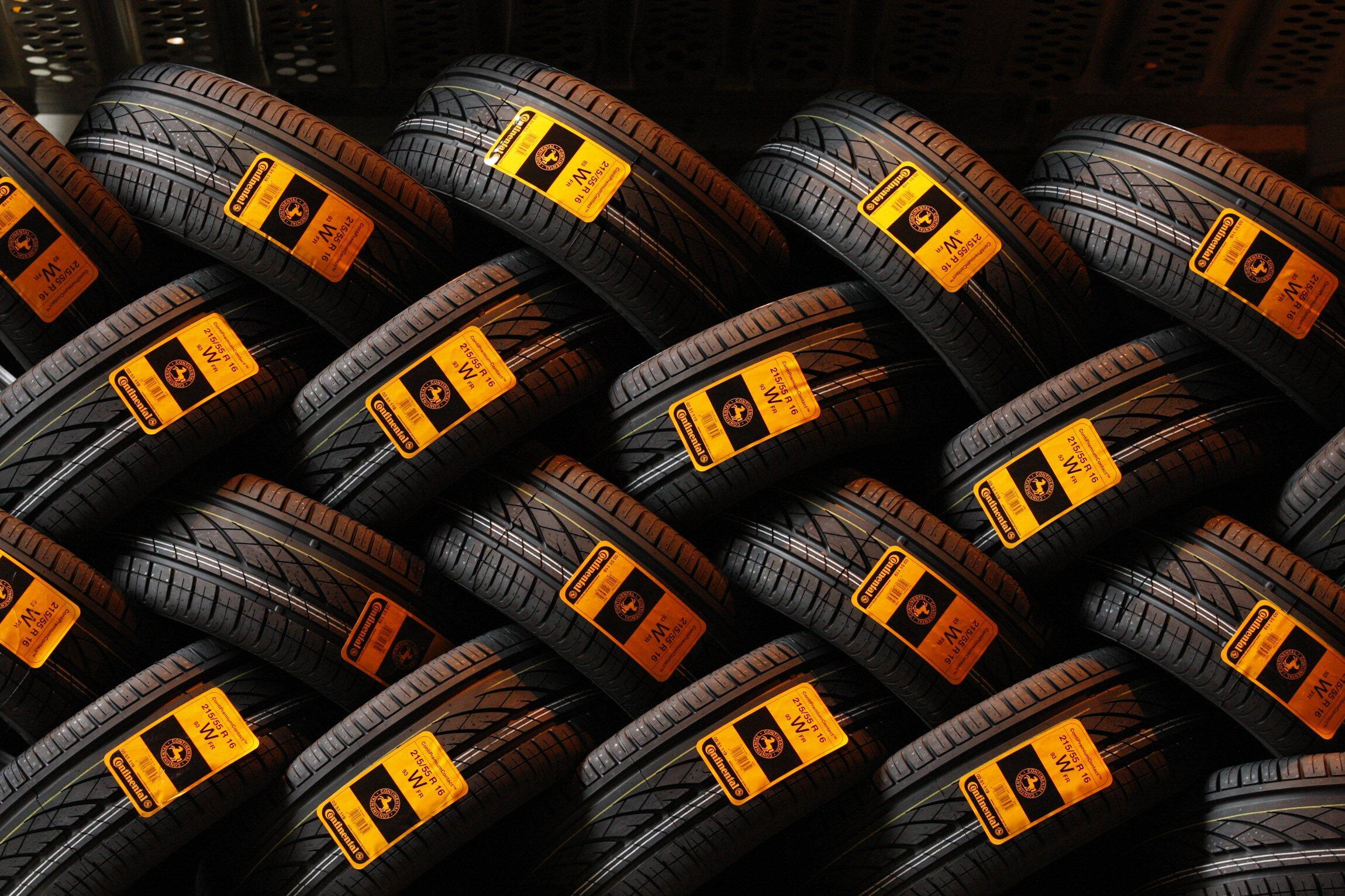 Готовая продукция шинного завода Continental в Клеруа 12/03/2009 (архив)