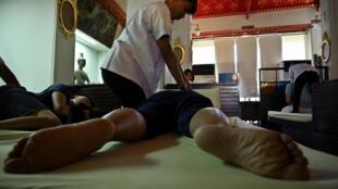 聯合國教科文組織把泰式按摩納入世界非物質文化遺產名錄 Le massage thaï a été inscrit au patrimoine immatériel de l'Unesco. Une pratique millénaire née dans les temples, lieux de transmission du savoir.