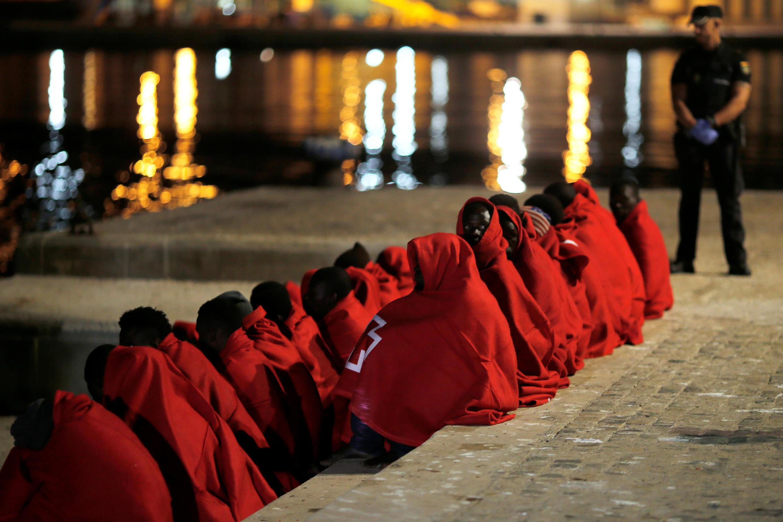10月12日乘船逃入西班牙的北非难民