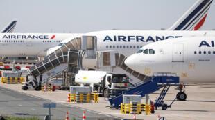 Các máy bay của Air France tại phi trường Charles de Gaulle Paris ngày 24/03/2020.