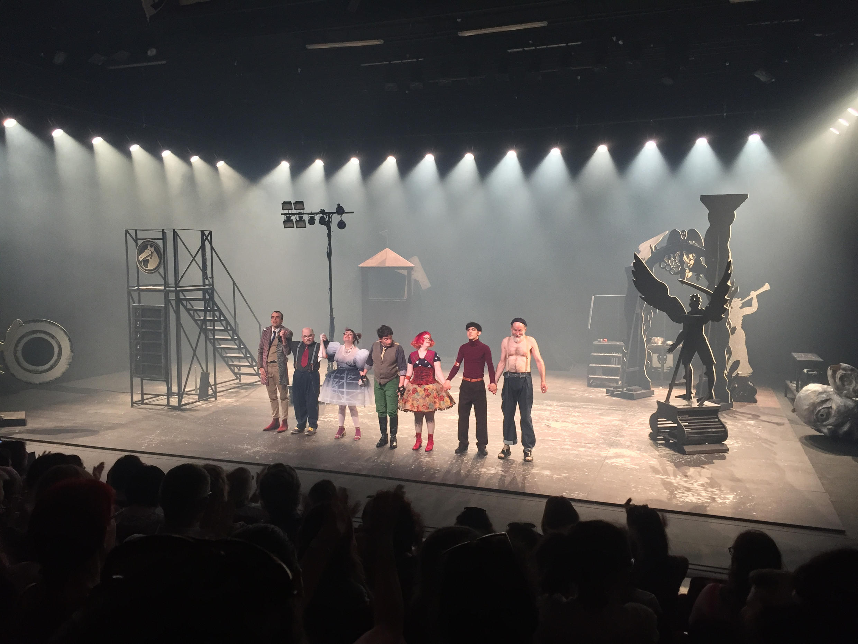 Les comédiens de la pièce Le Grand Théâtre d'Oklahoma, d'après Franz Kafka, au Festival d'Avignon.