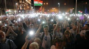 Des manifestants à Budapest se mobilisent contre le Premier ministre Orban et sa mainmise sur les médias publics.