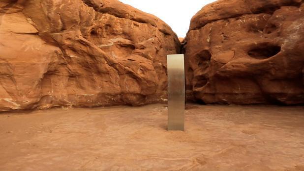 El primer monolito apareció en una zona desértica, al sureste de Utah, Estados Unidos, para luego desaparecer.