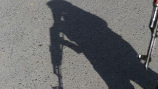 Sombra de um polícia afegão. 12 de Novembro de 2016.