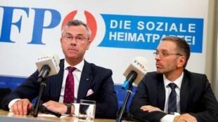 奥地利右翼民粹的自由党、交通部长霍费尔(Norbert Hofer)和内政部长基克尔(Herbert Kickl)在一次记者招待会上      2019年5月20日
