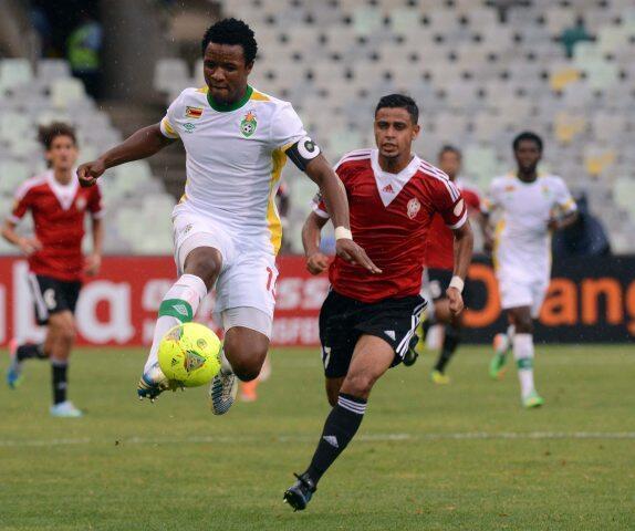 Los equipos de Libia y Zimbabue jugando la semifinal.