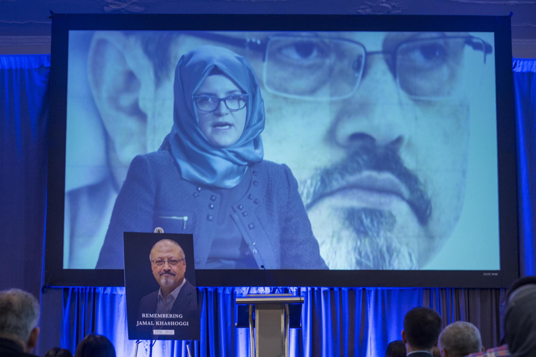 Bà Hatice Cengiz, hôn thê của nhà báo bị sát hại Khashoggi kêu gọi tổng thống Trump hỗ trợ cuộc điều tra của Thổ Nhĩ Kỳ nhân lễ tưởng niệm tại Washington ngày 02/11/2018.