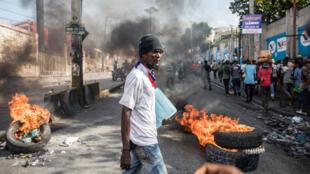 Des Haïtiens manifestent pour exiger la démission du président Jovenel Moïse, à Port-au-Prince, le 10 novembre 2019.