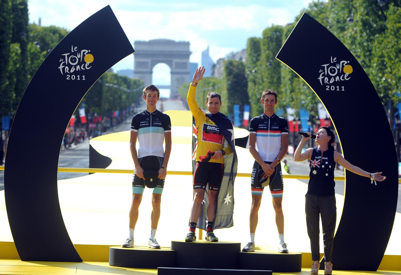 Пьедестал почёта велогонки «Тур де Франс-2011», 24 июля 2011 года, Париж, Елисейские поля