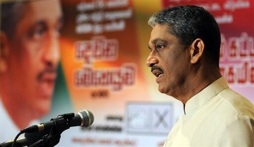 Sarath Fonseka, l'ancien chef d'état-major de l'armée, lors d'une conférence de presse à Colombo, le 13 décembre 2009.