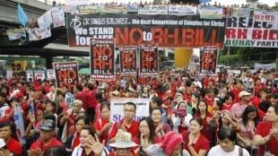 Người dân Philippines biểu tình phản đối dự luật  về sức khỏe sinh sản tại Manla ngày 4/8/2012.