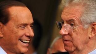 Silvio Berlusconi (à esq.) e o premiê Mario Monti em Roma, no dia 16 de novembro de 2012.